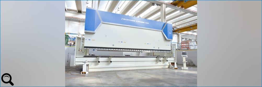 Abkantpresse von 420 t 8000 mm fuer die Tschechische Republik
