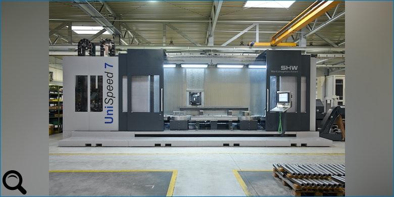 Innovative Basismaschine für Bearbeitung komplexer Werkstücke