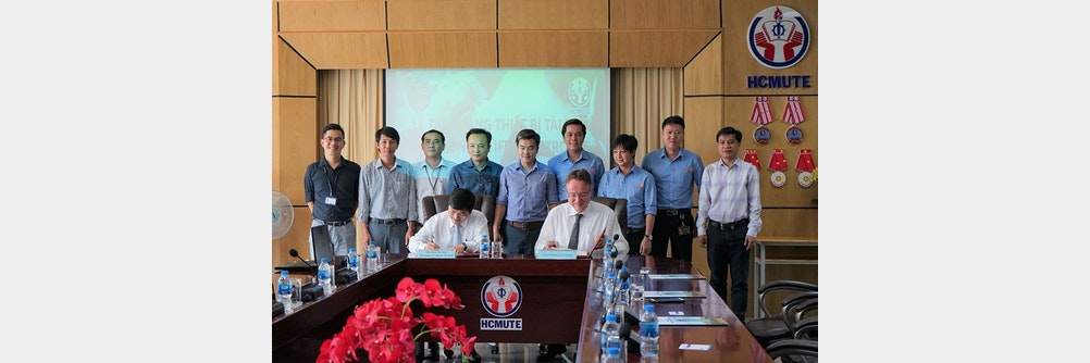 Übergabe von ifm-Geräten an die Ho Chi Minh City University of Technology & Education