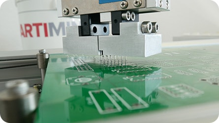Automatisiert statt manuell – THT-Bestückung mit Robotern