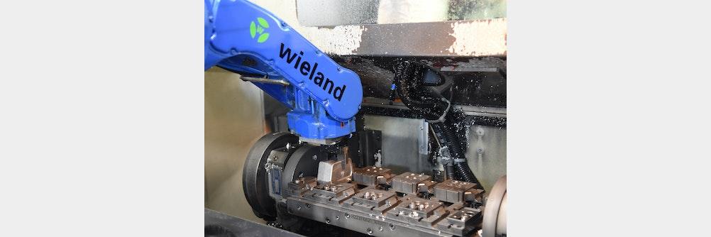 Intelligente Automation eines Bearbeitungszentrums mit Roboter -Prozesssichere Lösung viele Varianten