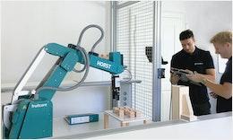 Studenten der #Hochschule Offenburg lernen mit #Industrieroboter #HORST von fruitcore robotics