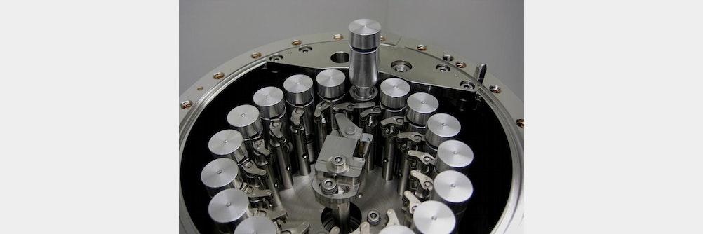 Keramische Probenbehälter im Einsatz auf der ISS
