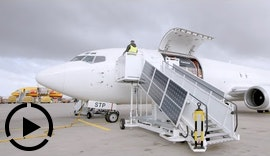 Projektvideo Airport Ground Support Equipment - E-boarding step